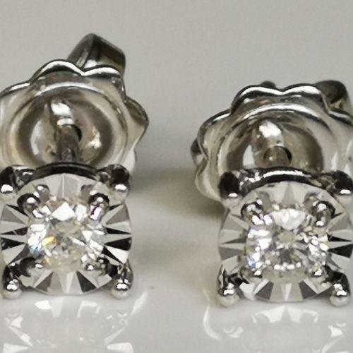 Boucles d'oreilles en or blanc 18 karat (750/1000) white gold earrings (studs), …