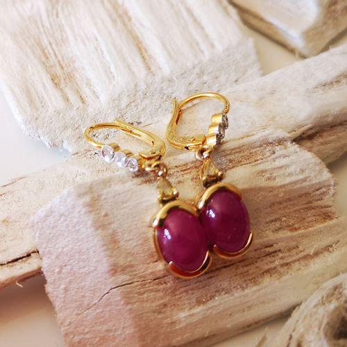 Boucles d'oreilles anciennes en or jaune ornées de rubis cabochon Pair of antiqu…