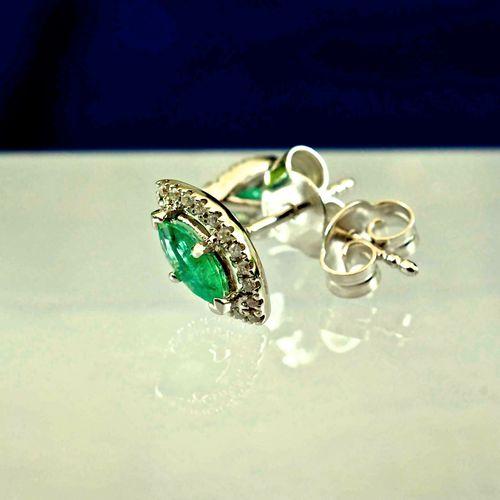 Boucles d'oreilles en or blanc émeraudes naturelles Earrings, white Gold (18 ct.…