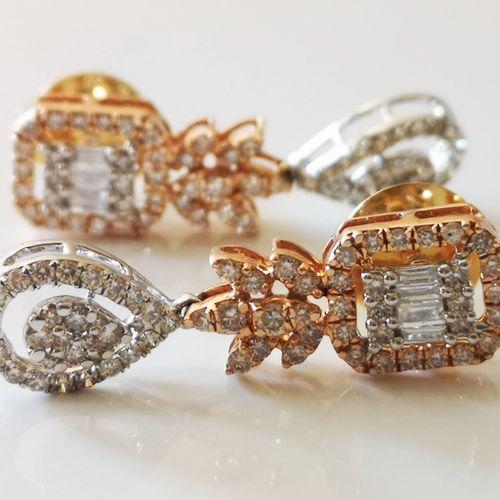 Boucles d'oreilles en or blanc, or rose et diamants Pair of earrings in 18 carat…