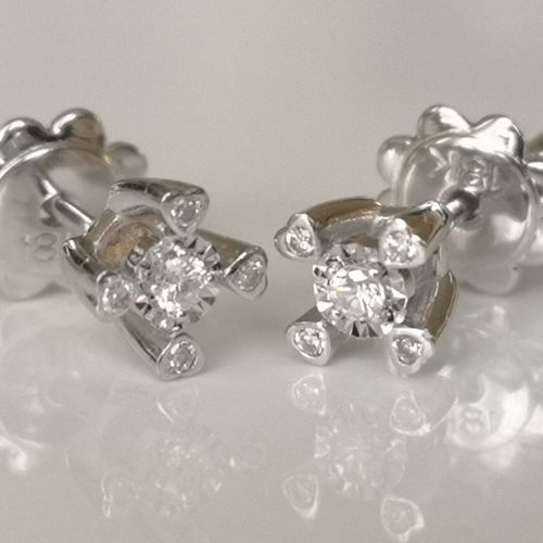 Boucles d'oreilles en or blanc Earrings in 18 carat white gold (750/1000), each …