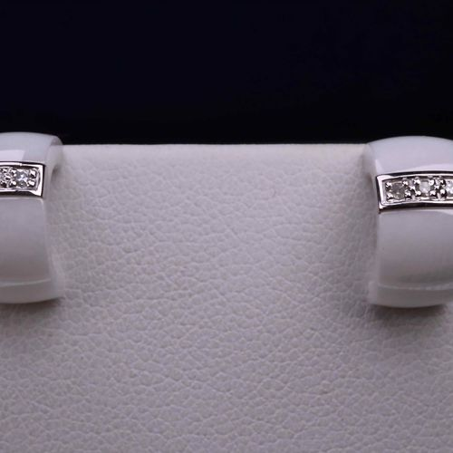 Boucles d'oreilles en or blanc 18 white gold and ultra bright ceramic earrings a…