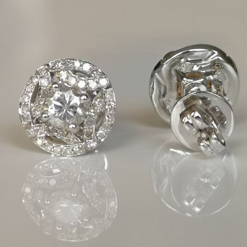 Boucles d'oreilles en or blanc Earrings in 18 carat white gold (750/1000), each …
