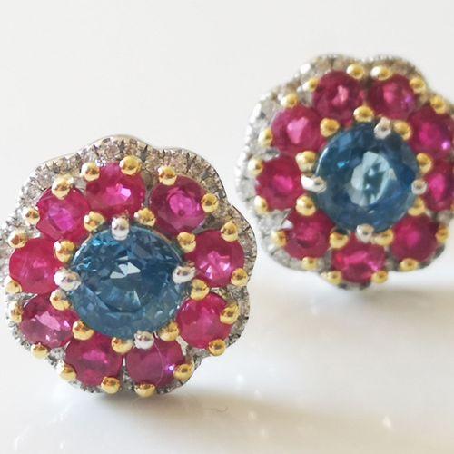Boucles d'oreilles en or blanc, saphirs et diamants Pair of 18 karat white gold …