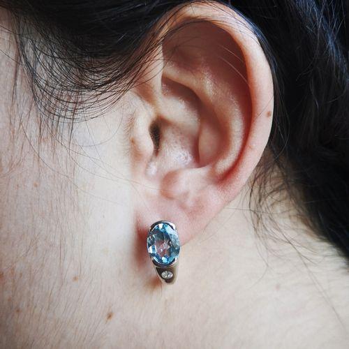 Boucles d'oreilles topazes bleues et diamants Boucles d'oreilles en or 14 carats…