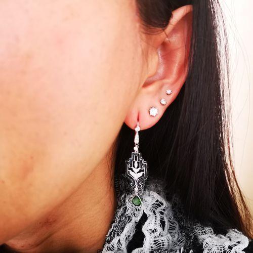 Paire de boucles d 'oreilles en or blanc Pair of 18 karat (750/1000) white gold …