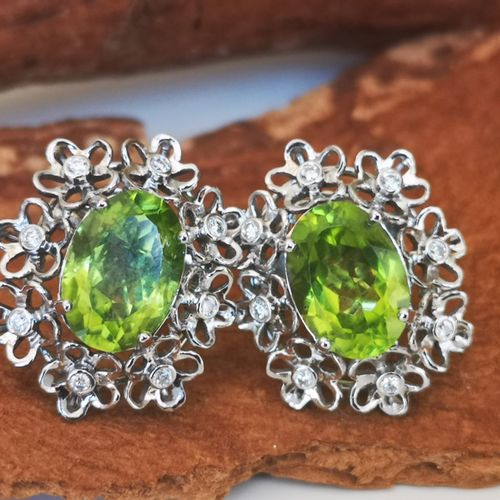 Paire de boucles d'oreilles en or Pair of earrings in 750 white gold (18 carats)…