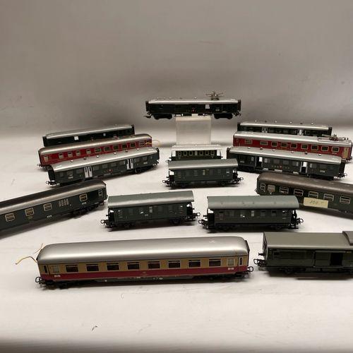 MARKLIN. Lot of railway equipment: passenger cars (4015. 348/1, restoration, 329…