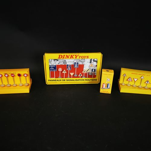 DINKI TOYS 2 box of traffic signs and refuelling station made in china 2008 and …
