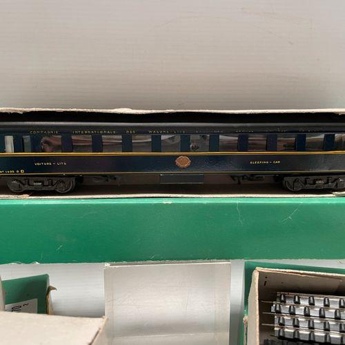 JEP HO:12条弯曲的电动轨道。CE 12 9条直线电轨 1条20伏的脱钩电轨 1个控制站(O&HO) 2D2电力机车 床车。