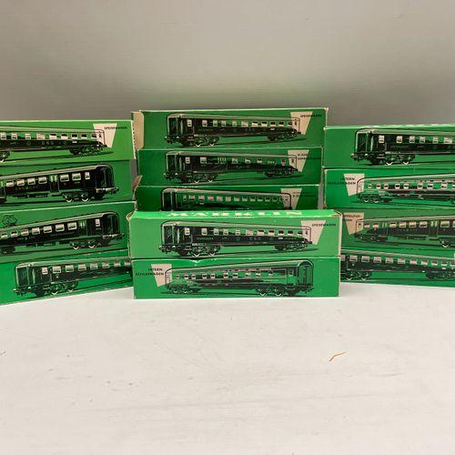 MARKLIN HO, cars: 13 boxes. 4015 4024 (x4) 4026 4027 (x2) 4029 (x2) 4033 4035 40…