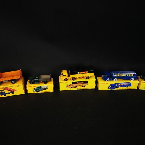DINKI TOYS 一批5辆卡车(福特自卸车,潘哈德拖拉机与半拖车......),中国制造,2013至2015年