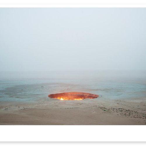 "Carolyn Drake Carolyn Drake   地狱之门 ""达尔瓦扎,土库曼斯坦。2009年。     海报   限量发行100份无签名版   用1…"