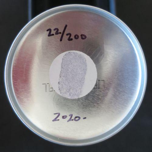 Mr. Brainwash 洗脑先生  罐装喷雾赫斯特点白,2020     喷漆上的油漆   洗脑先生在盘中签名   洗脑先生的指纹和认证全息图   版本号为…