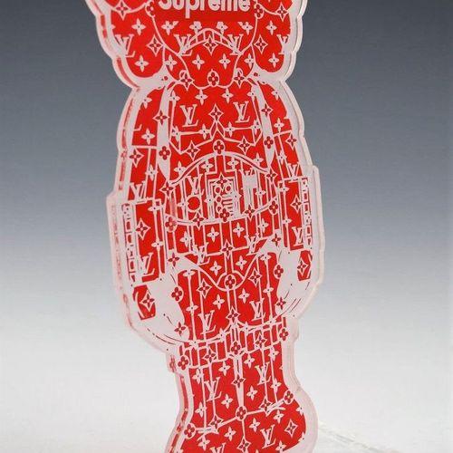 KAWS KAWS(的风格)  暴徒  川普风格的塑料雕塑  不是由Kaws公司制作的版本。  尺寸:22 x 12 cm    拍品将由我们的承运人提取,承运…