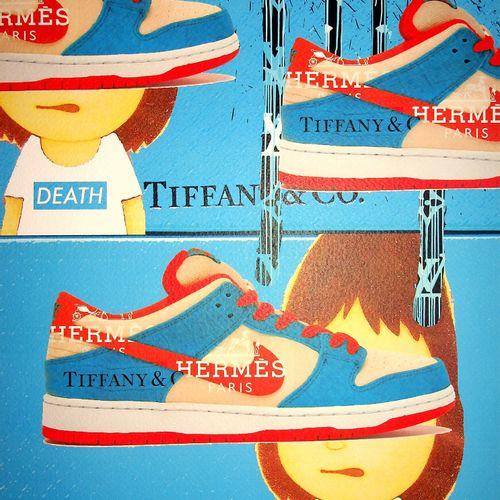 Death NYC 纽约市的死亡  蓝色爱马仕Tiffany耐克运动鞋,2020年  原创丝网版画,作者:纽约死亡 美国新兴的街头艺术艺术家  由艺术家亲笔签名…