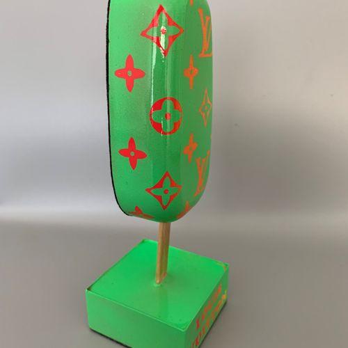 Mahelle 马赫勒  冰淇淋 LV, 2021  树脂雕塑  30件的版本  15 x 5 x 15厘米     该艺术家与该品牌没有任何联系。她从标志中得…