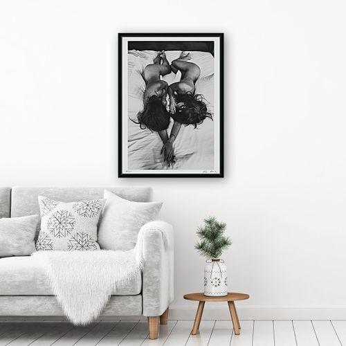 Alex Manchev 亚历克斯 曼切夫  姐妹情深, 2019年  有签名和编号的绢印画  丝网印刷的原始照片。  用高光泽度的油墨和UV LED固化印刷。…