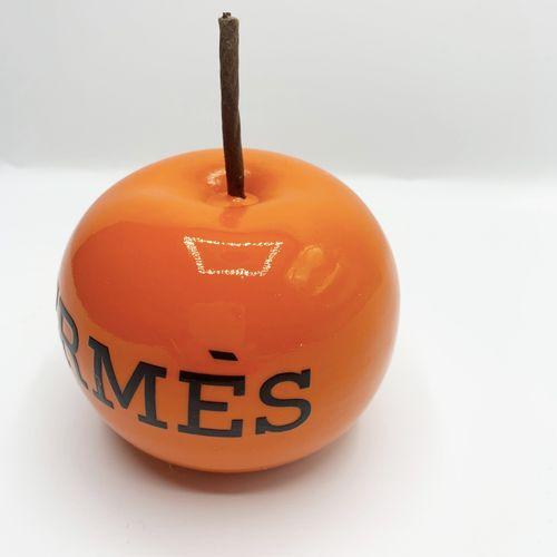 Benji Benji  Apple Hermes, 2021  Résine peinte  Dimension 11 x 8,5 x 8,5  Editio…