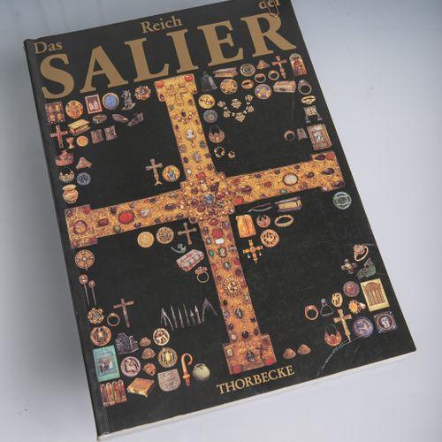 """Catalogue d'exposition """"Das Reich der Salier 1024 1125"""", organisé et publié par …"""