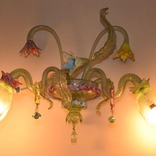 穆拉诺,(风格)。  一套多色灯  包括:   一个有六条光臂的USTRE   一套三盏灯,包括  双臂之光  20世纪