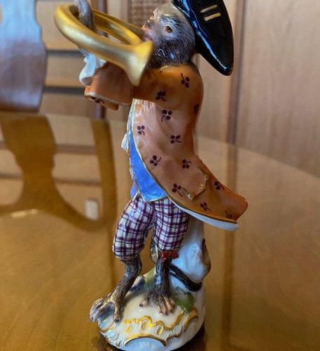 Meissen porcelain subject featuring a musician monkey  Mark with crossed swords …