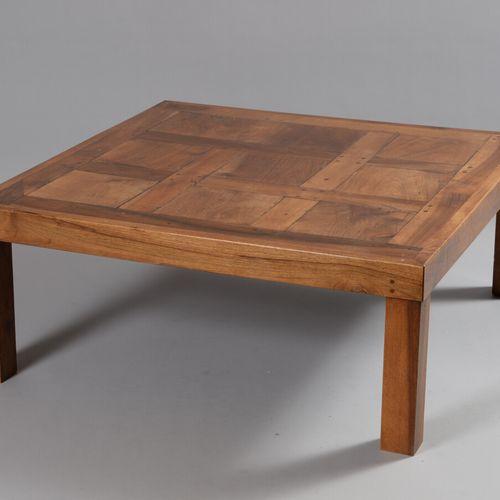 实心胡桃木咖啡桌,上面有镶木地板。  现代工作  高度40 宽度100 深度100厘米
