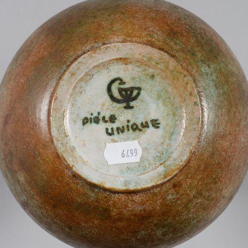 一个卵圆形的炻器花瓶,有风格化的刻画装饰。背面的标记。  50/60年代的作品  高24厘米  脖子上有一个缺口