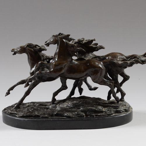 Trois chevaux sauvages  Bronze à patine brune portant une signature «BARYE» su…