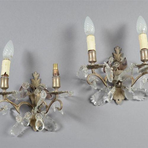一对镀银的青铜壁炉,有两个灯,玻璃滴和花,有些是彩色的。  19世纪  电气化  高21厘米