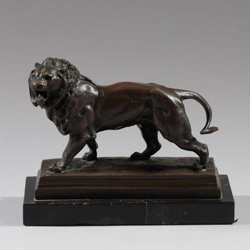 Charles VALTON (1851 1917) d'après  Lion  Bronze à patine brune signé sur la ter…