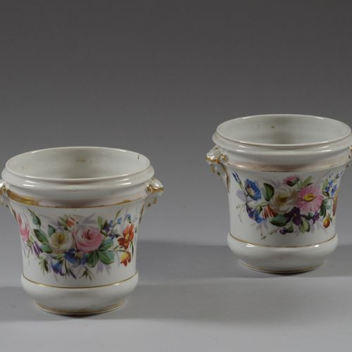 巴黎  一对多色瓷器花盆。  19世纪  高14.5厘米