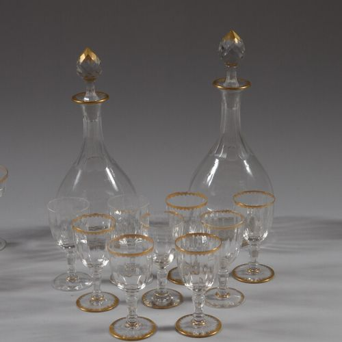 鎏金条纹水晶杯的一部分,包括:14只香槟杯,9只利口酒杯,10只葡萄酒杯,2只醒酒器  磨损的镀金