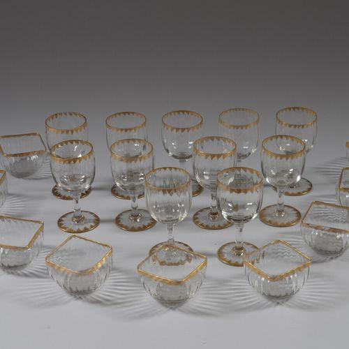 VERRERIE DE LORRAINE  Onze verres à eau et huit coupes à entremets en verre inco…