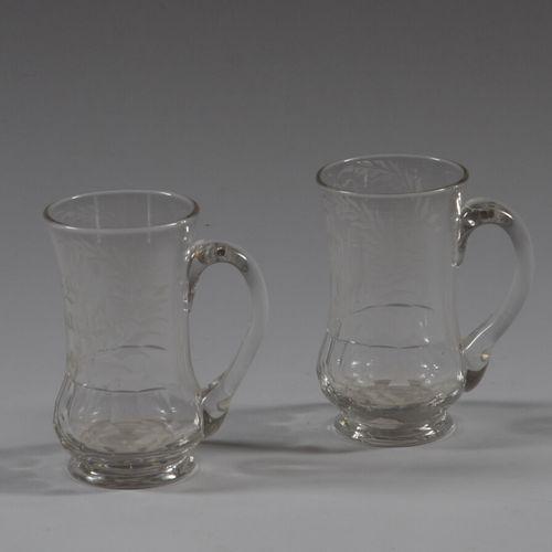 """两个切割和雕刻的玻璃高脚杯,手柄为 """"Berthe Philippe """"和 """"Georges Rouart""""。  19世纪晚期  高11.25厘米"""