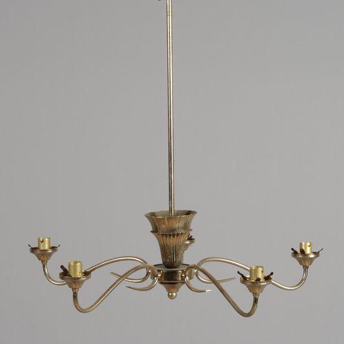 Lustre en métal à cinq bras de lumière.  Travail des années 50/60  Haut. 58 cm