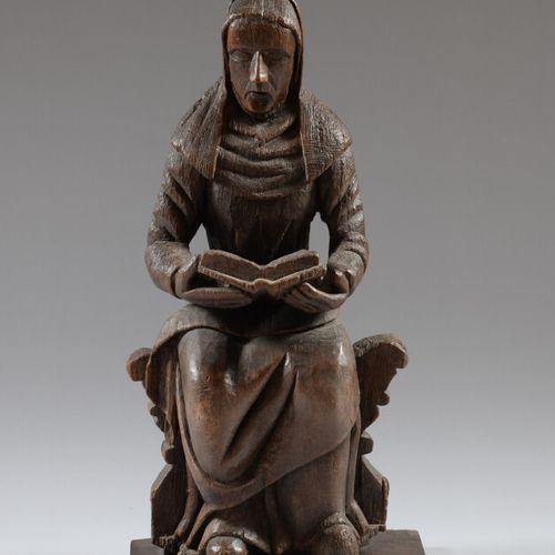雕刻的橡木雕像代表一个坐着的修女,手里拿着一本打开的书。  19世纪的流行作品  高度66.5厘米  在后来的基础上
