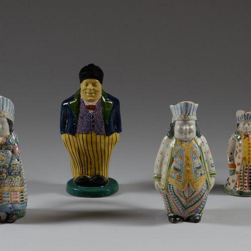 Quatre pots Jacquots en faïence polychrome à décor de personnages.  Haut. Maxi 3…