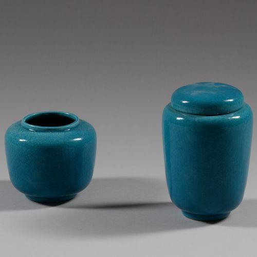 GMR  Vase et pot couvert en céramique émaillée bleu turquoise.  Haut. 11 et 18 c…