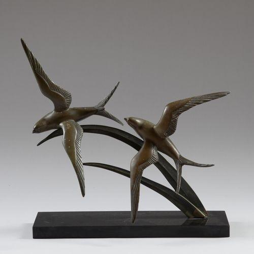 伊伦妮 罗夏(1906 1984)  海鸥  棕色铜锈的青铜器,配以来自比利时的精美黑色大理石底座。底座上有签名。  高47.5厘米,长46厘米  有凹陷的痕迹…