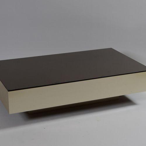 铝制结构的咖啡桌,镀铜玻璃桌面。  80年代初的作品  高度30.5,宽度120,深度70厘米  使用状况,顶部有痕迹