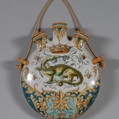BLOIS  多色陶瓶,装饰有弗朗索瓦一世的皇家大鲵,背景是树叶。签名:埃米尔 巴隆 1921年5月。  高15.5厘米