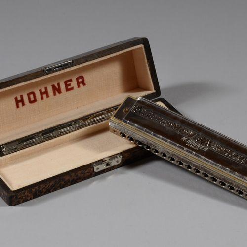 """霍赫纳  口琴 """"The 64 Chromonica""""。在其原来的盒子里。  长18厘米"""