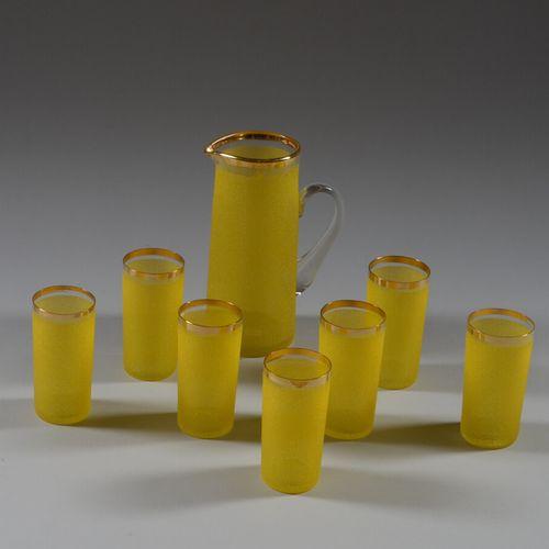 橙色磨砂玻璃和金边的橙汁服务,包括一个水壶和七个杯子。  20世纪50年代的工作