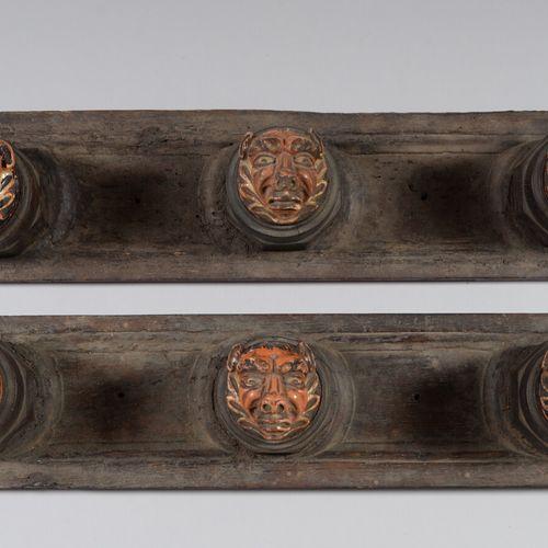 Deux porte manteaux en bois et céramique émaillée polychrome à tête de grotesque…