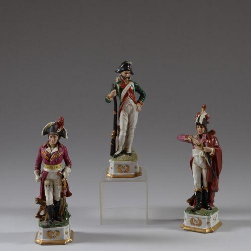 Trois statuettes en porcelaine polychrome représentant les Maréchaux Lannes et M…