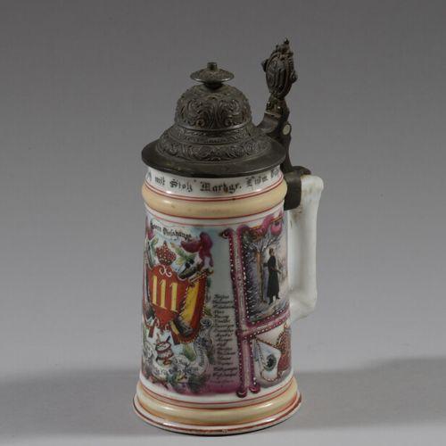 Chope du Réserviste Bad en porcelaine polychrome du 111ème Régiment d'Infanterie…