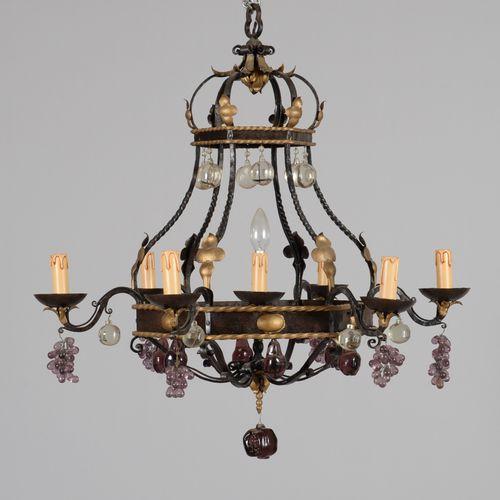 Lustre en fer forgé torsadé à sept lumières et pendeloques de pommes, poires et …