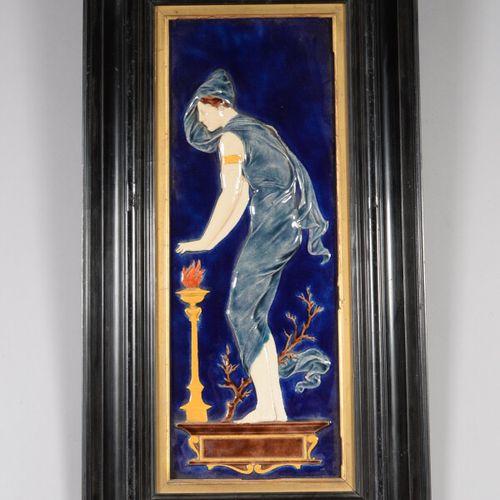 Plaque décorative en céramique polychrome représentant une vestale. Cadre en boi…