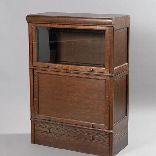 """三件MD家具,有两个挡板,其中一个是釉面,下部有一个抽屉。在背面贴上 """"MD图书馆 """"的标签。  高度118,宽度80,深度39厘米,每个  污点和划痕"""